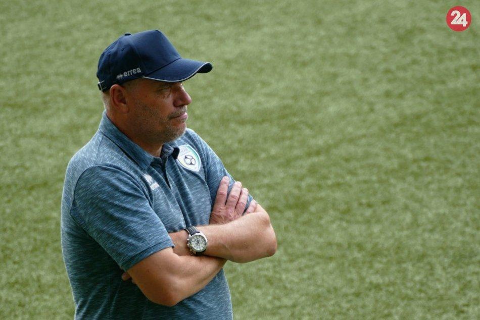 Ilustračný obrázok k článku Turbulencie v Pohroní pokračujú: Po hráčoch a riaditeľovi končí aj tréner!
