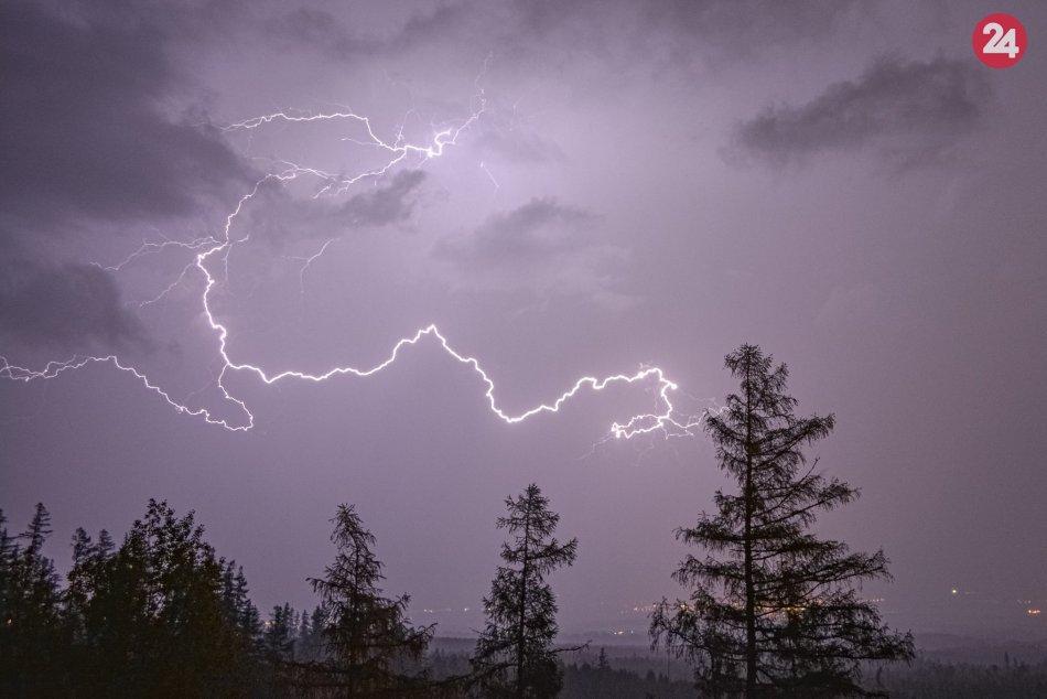 Ilustračný obrázok k článku Odborníci varujú okres Poprad: V TÝCHTO hodinách má doraziť riadna búrka!