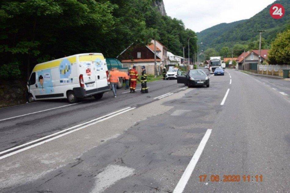 Ilustračný obrázok k článku Neďaleko Bystrice nabúrali 3 autá: Dôvod zrážky je vskutku kuriózny, FOTO