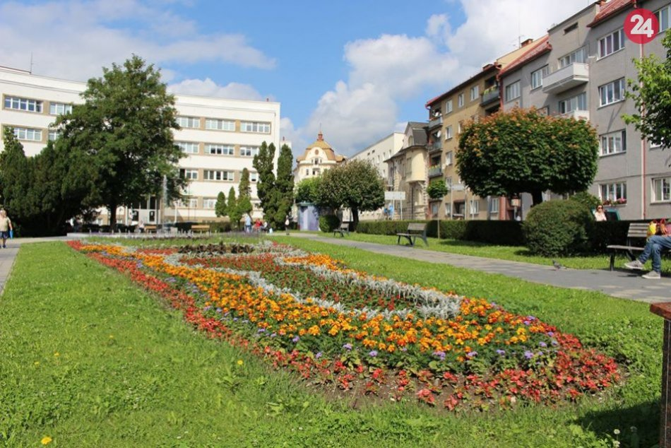 Ilustračný obrázok k článku Bystrica hýri farbami kvetov: Čo hovoríte na letnú výzdobu v uliciach? FOTO