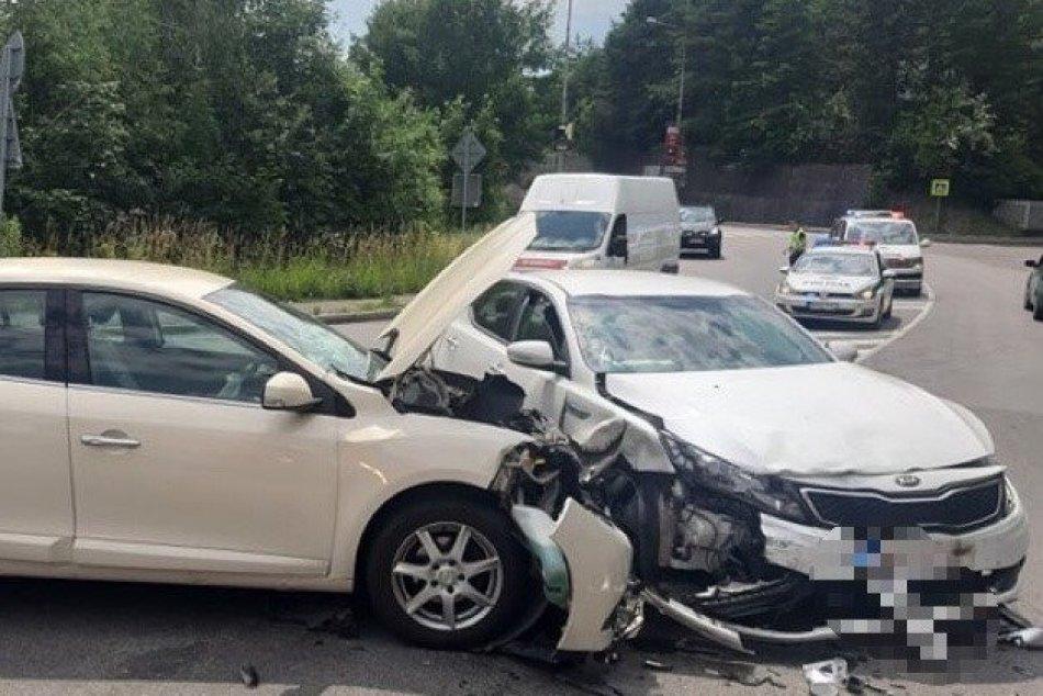 Ilustračný obrázok k článku Nehoda na Tajovského v Bystrici: Na mieste sú zranené osoby, FOTO