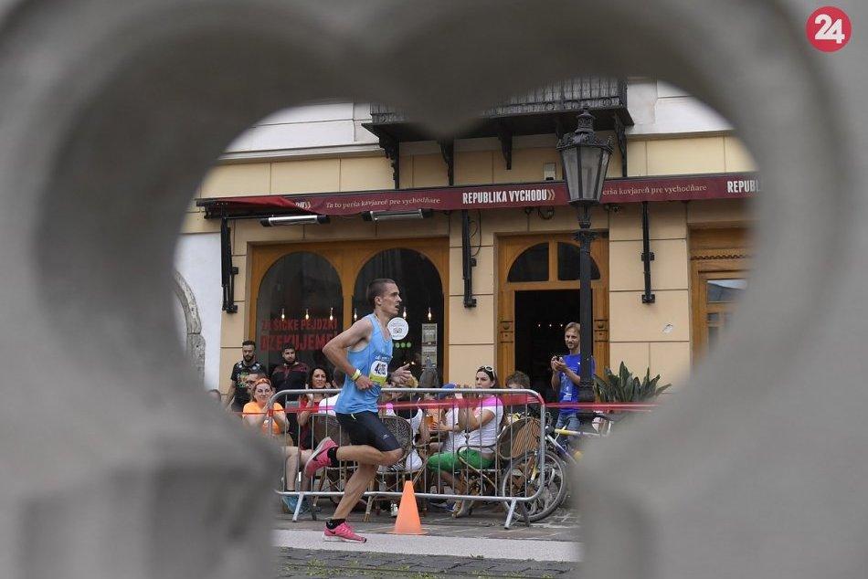 Ilustračný obrázok k článku Slovenský maratónsky rekord padol! Symbolicky ho zdolali športovci v štafetovom behu, FOTO