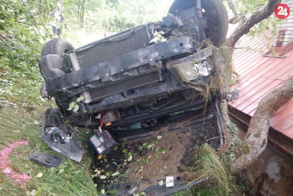 Ilustračný obrázok k článku Opitý Kremničan (30) búral a zranil troch spolujazdcov: Hrozivé ZÁBERY z miesta