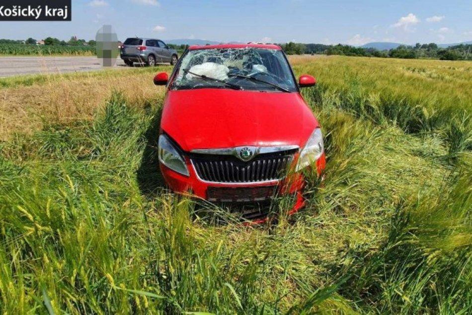 Ilustračný obrázok k článku FOTO: Vodička zažila za volantom krušné chvíle. Po salte skončila v poli opäť na kolesách!