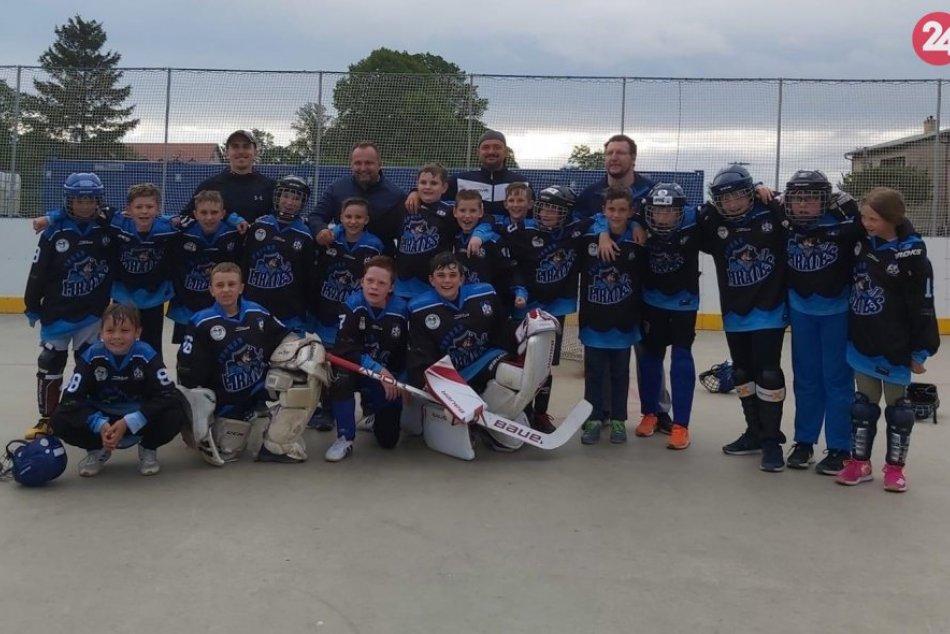 Ilustračný obrázok k článku Nášmu hokejbalu svitá na lepšie časy: Popradskí Piráti trénujú mládež
