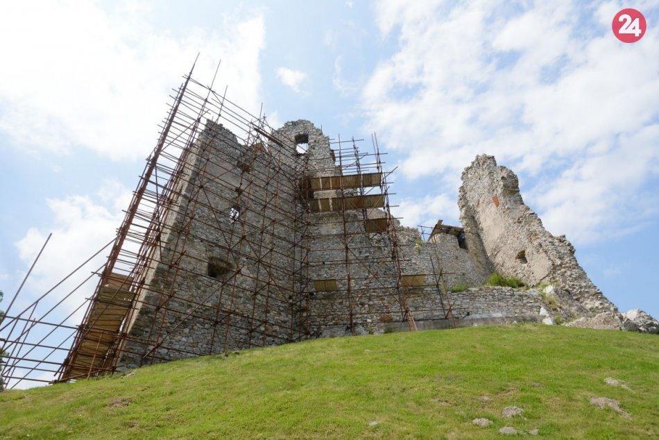 Ilustračný obrázok k článku Lákadlá pre turistov: V Nitrianskom kraji vyhľadávajú najmä zrúcaniny hradov