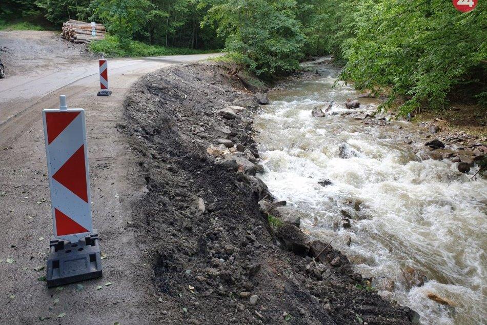 Ilustračný obrázok k článku Zničená cesta pri Revúcej má byť prejazdná do konca roka: Koľko bude stáť oprava?
