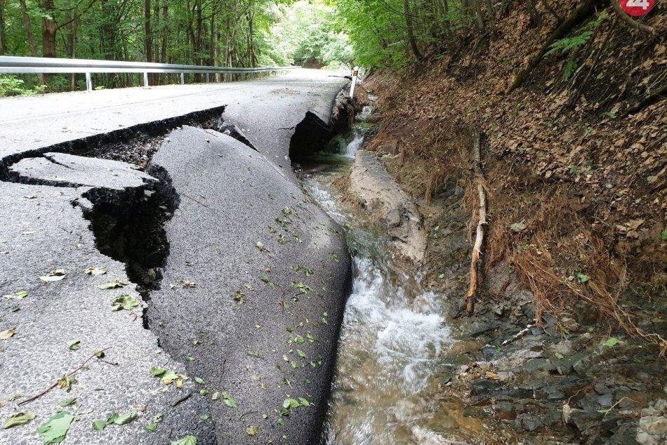 Ilustračný obrázok k článku Ako sa budú riešiť poškodené cesty pri Revúcej? BBSK prezradil ďalšie kroky