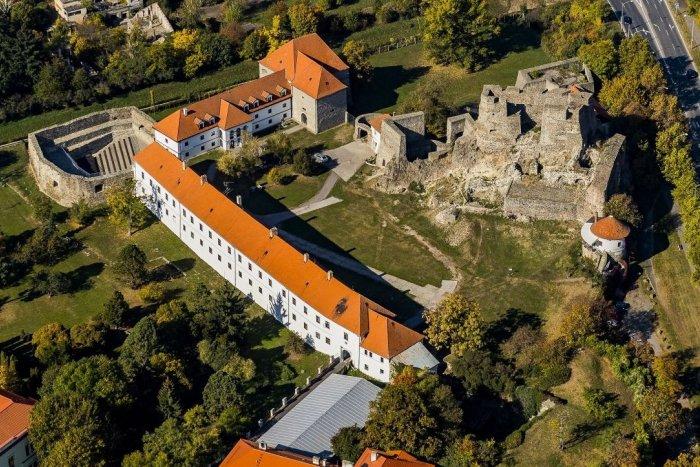 Ilustračný obrázok k článku Prázdninové TIPY na výlet: Juh Slovenska láka na termálne pramene i prírodné krásy