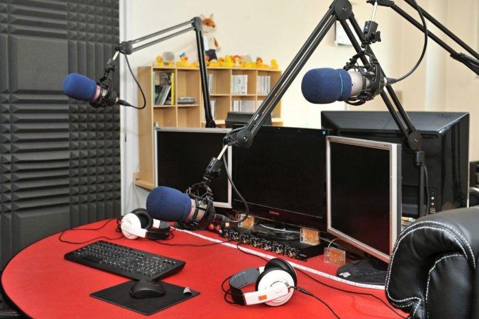 Ilustračný obrázok k článku Obľúbené rádio obnovuje vysielanie: Spoznalo termín a prinesie aj tradičnú reláciu
