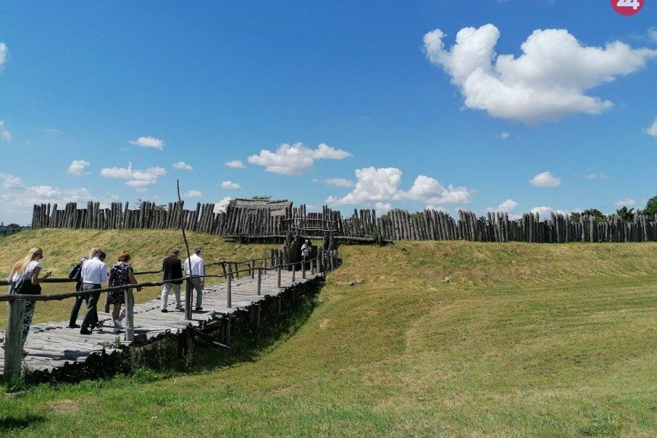 Ilustračný obrázok k článku Koľajnice vedú až do praveku, odvezte sa historickým vlakom do minulosti, FOTO