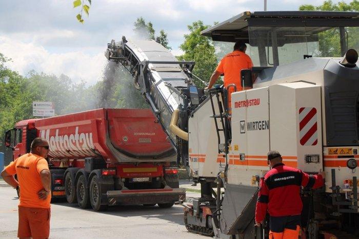 Ilustračný obrázok k článku V Zámkoch pokračuje rekonštrukcia ciest: O odfrézovaný asfalt je veľký záujem
