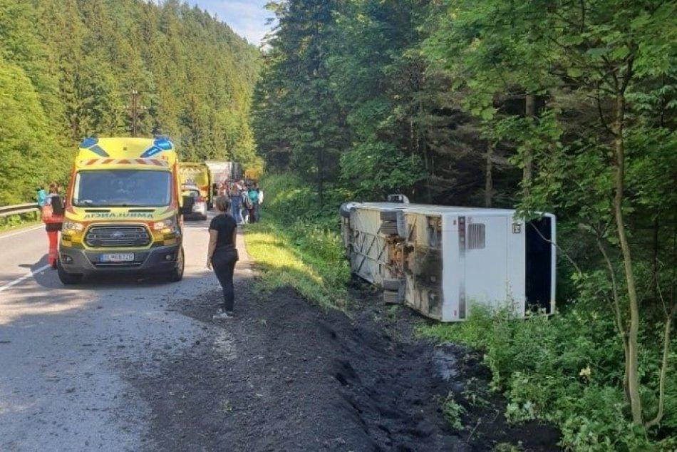 Ilustračný obrázok k článku Na Donovaloch sa prevrátil autobus s 27 deťmi: Z miesta hlásia zranených, FOTO