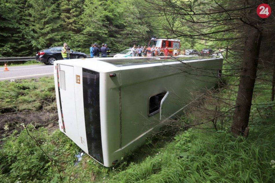 Ilustračný obrázok k článku Po nehode autobusu ošetrili v bystrickej nemocnici mladíka: V akom je stave?