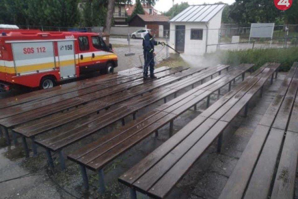 Ilustračný obrázok k článku Dobrovoľní hasiči v akcii: Pomohli vydezinfikovať amfiteáter