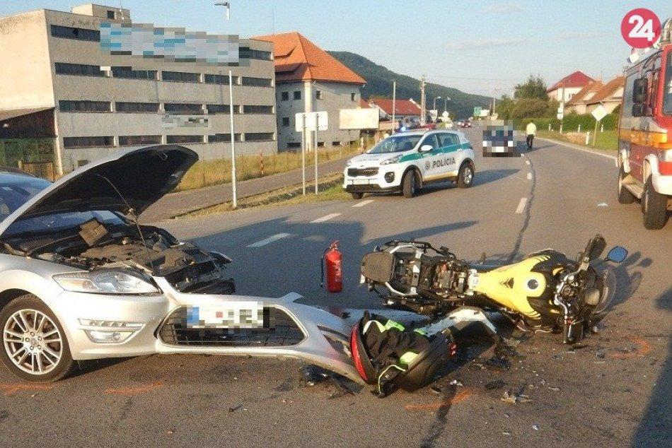 Ilustračný obrázok k článku Neďaleko Zvolena došlo k hrozivej nehode: Motorkár utrpel vážne zranenia, FOTO