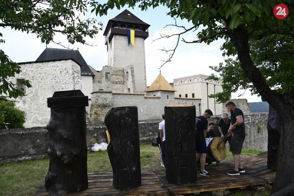 Ilustračný obrázok k článku Sladký víkend na Trenčianskom hrade: Pripravené je aj divadlo pre deti