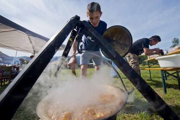 Ilustračný obrázok k článku Chystajte varešky: Na skok od Moraviec sa bude súťažiť vo varení gulášu