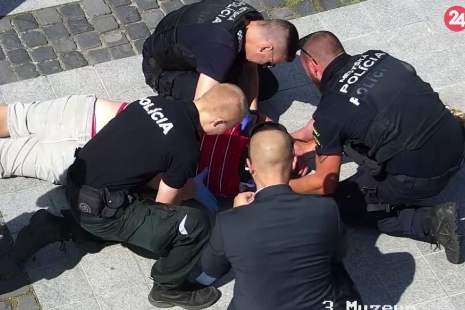 Ilustračný obrázok k článku Záchranná akcia na zvolenskom námestí: Muž silno krvácal z hlavy, FOTO
