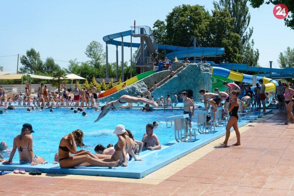 Ilustračný obrázok k článku Príďte sa ešte okúpať: Novozámocké kúpalisko už o niekoľko dní UKONČÍ sezónu!