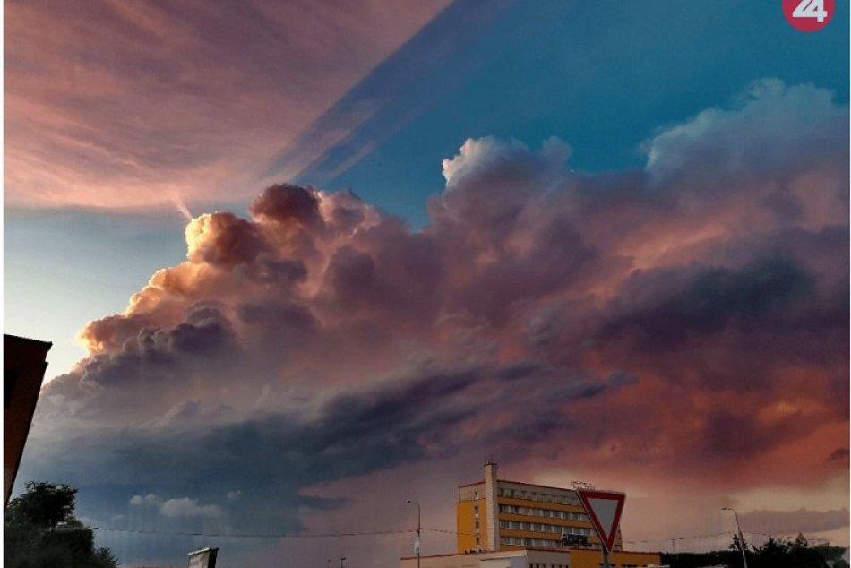 Ilustračný obrázok k článku KURIOZITA DŇA: Silné búrky priniesli na Slovensko supercelu v plnej kráse, FOTO