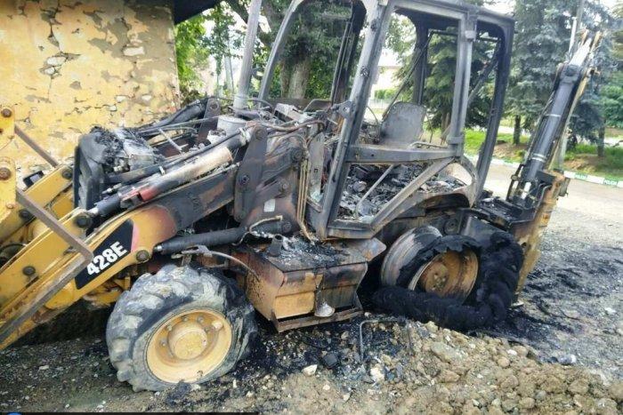 Ilustračný obrázok k článku Požiar v okrese Humenné. Zhorel bager aj časť rodinného domu