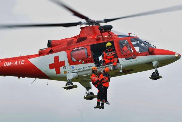 Ilustračný obrázok k článku Pád paraglajdistu pri Soblahove: Letecký transport do nemocnice v Trenčíne