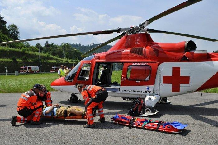 Ilustračný obrázok k článku Nešťastie na Považí: Vodič auta utrpel po zrážke s vlakom ťažký úraz hlavy