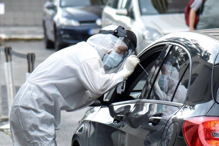 Ilustračný obrázok k článku Testovanie z auta: V Bratislave bude viacero miest, kde vám vezmú vzorku z pohodlia vozidla