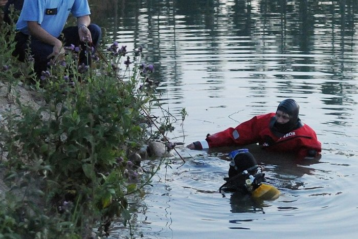 Ilustračný obrázok k článku Tragédia v rybníku: Lekár pri mužovi (†27) konštatoval smrť