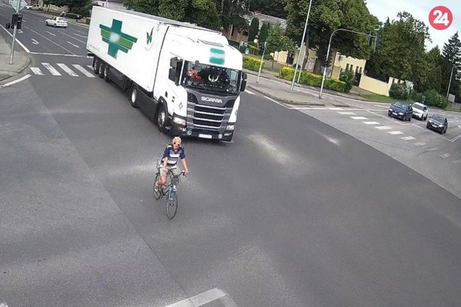 Ilustračný obrázok k článku Po zrážke auta a cyklistu skončil starší pán v nemocnici: Polícia hľadá svedkov nehody