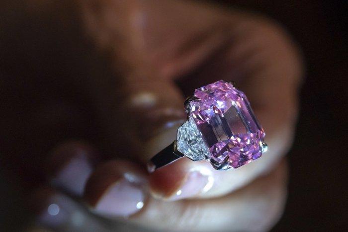 Ilustračný obrázok k článku V Kremnici sa stretnú šperkárski majstri: Vychutnajte si vernisáž pod holým nebom