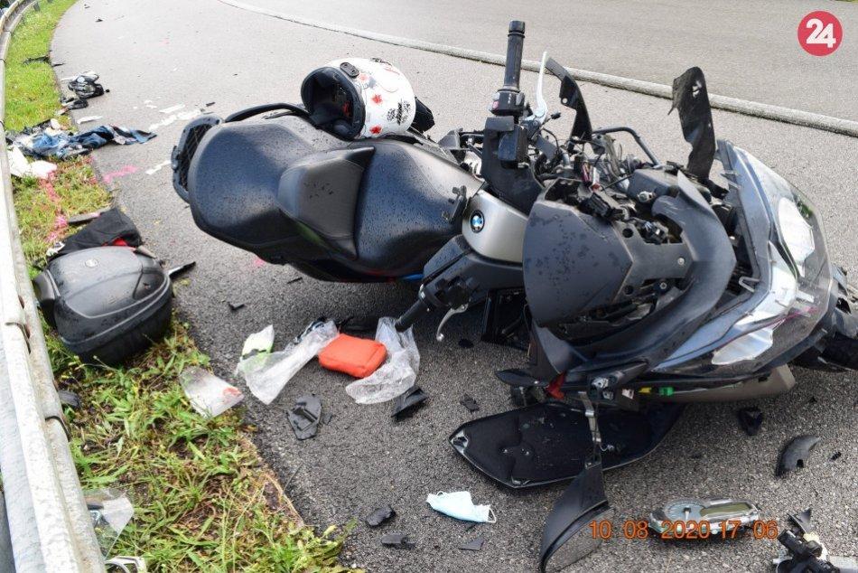 Ilustračný obrázok k článku Zrážka motorky s kamiónom neďaleko Brezna: Na mieste 2 ťažko zranení, FOTO