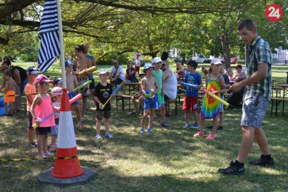 Ilustračný obrázok k článku Parádna letná zábava: Desiatky detí si užili vodné vojny, FOTO