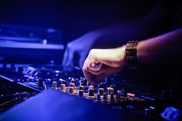 Ilustračný obrázok k článku Hostie láka na Kultúrne leto: Amfiteáter ožije hudobnými festivalmi aj gulášom