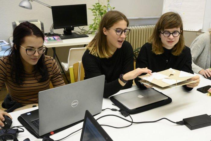 Ilustračný obrázok k článku Dobrá správa pre žiakov s ťažkosťami v učení: Pomôže im takmer 100 študentov univerzity