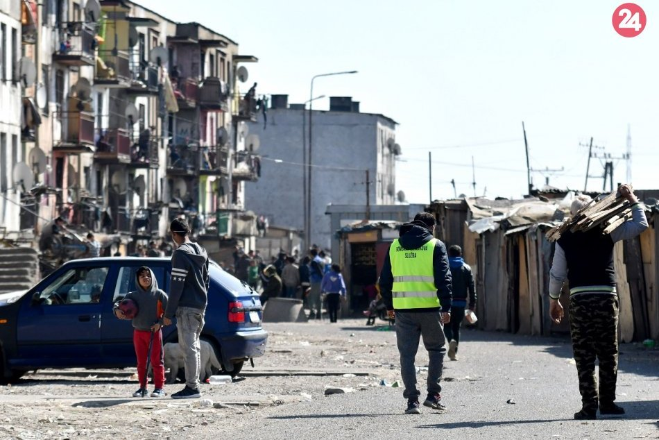 Ilustračný obrázok k článku Poslanci OĽANO vyzývajú Rómov aj imobilných občanov: Dajte sa očkovať!