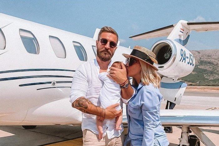 Ilustračný obrázok k článku Prvá dovolenka Cibulkovej v úlohe mamy: More, luxus, súkromné lietadlo, syn a partia! FOTO