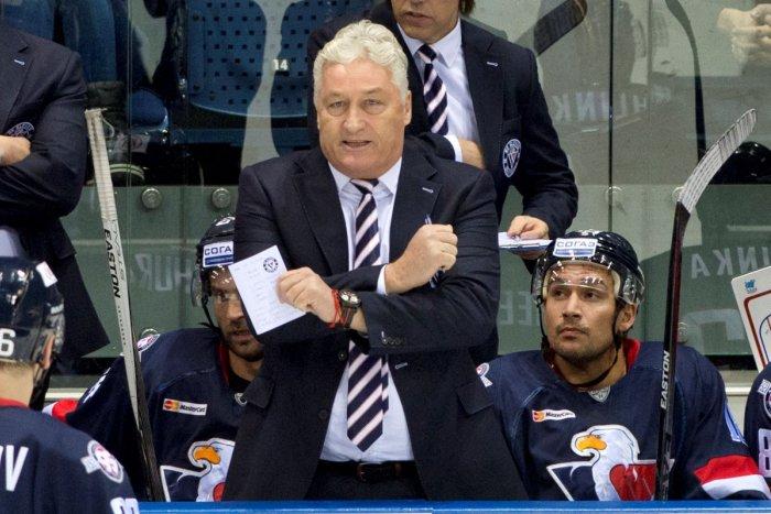 Ilustračný obrázok k článku Bývalý tréner Slovana leží v nemocnici: Ako je na tom, keď sa za neho modlia?