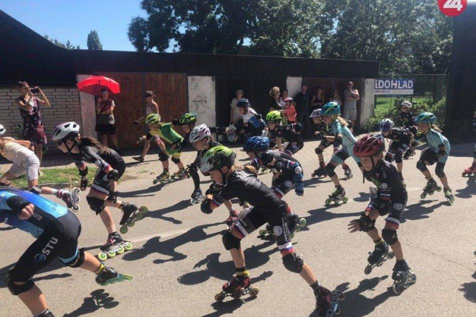 Ilustračný obrázok k článku Zábava na korčuliach: Šaľania si užili inline preteky, FOTO