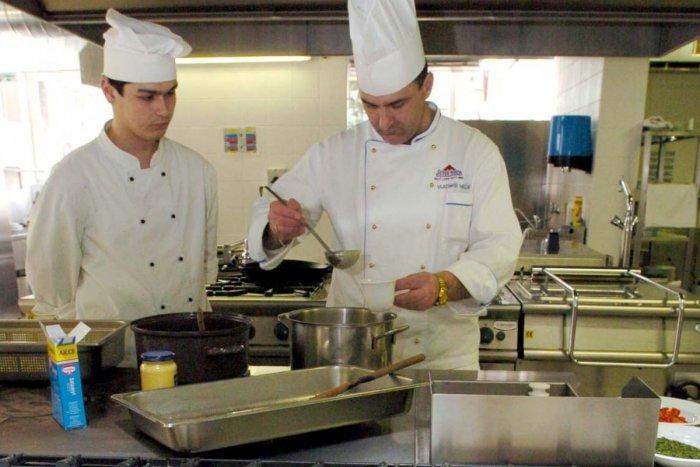 Ilustračný obrázok k článku Bystrická škola hľadá kuchára či kuchárku: Aký je ponúkaný plat?