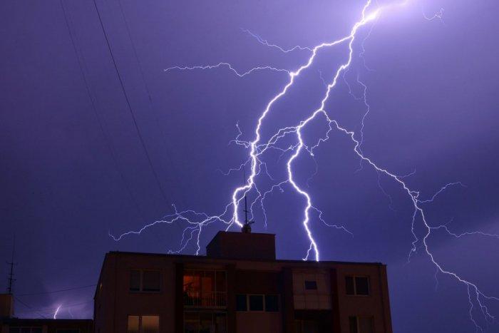 Ilustračný obrázok k článku Lučenecký okres čelí ďalšej výstrahe: Pozor na búrky, kedy môžu udrieť?