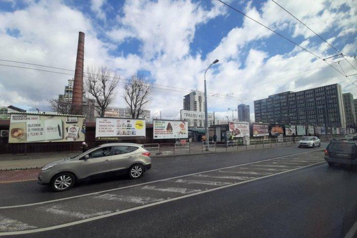 Ilustračný obrázok k článku Ľuďom praskli nervy: Dokedy budú v Bratislave strašiť nelegálne billboardy?