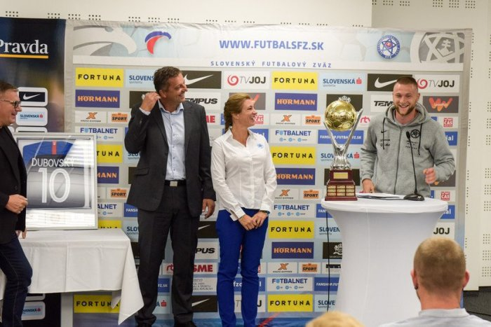 Ilustračný obrázok k článku Futbalistom roka je Škriniar: Prečo pri preberaní prestížnej ceny nebol v STRESE? FOTO