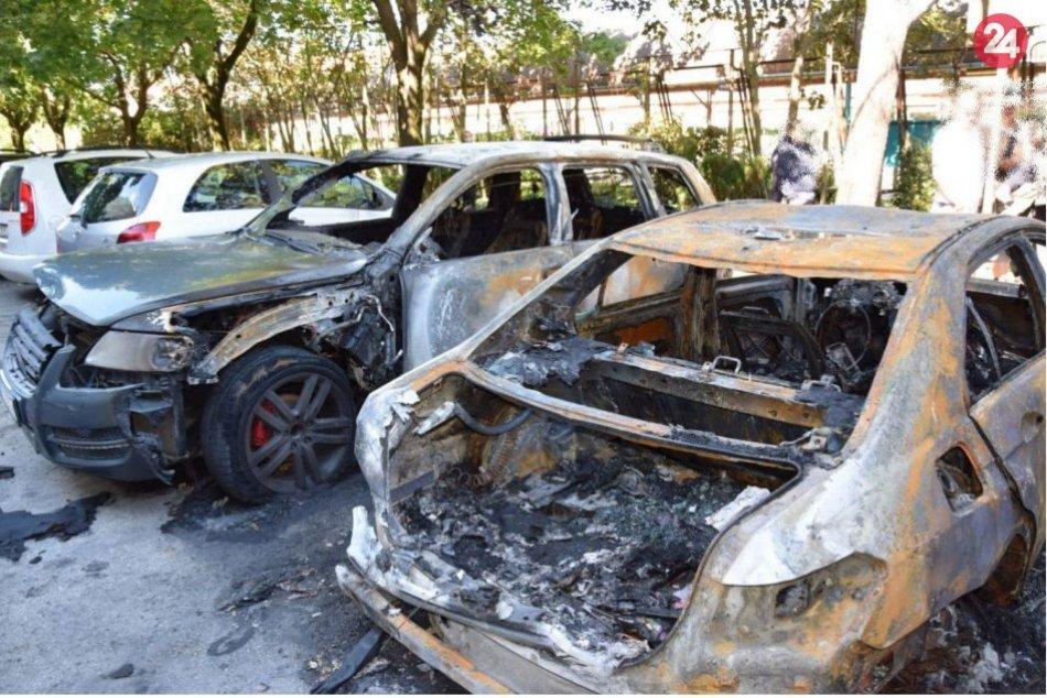 Ilustračný obrázok k článku Nočný požiar zničil zaparkované autá: Hlásia škody za desiatky tisíc eur, FOTO