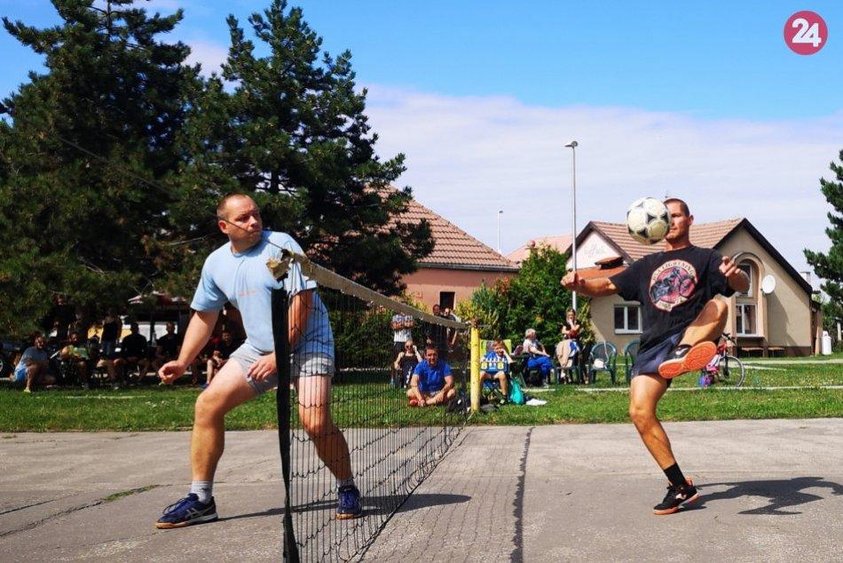 Ilustračný obrázok k článku Športové zápolenia medzi panelákmi: Nohejbalisti zabojovali o Večanský putovný pohár