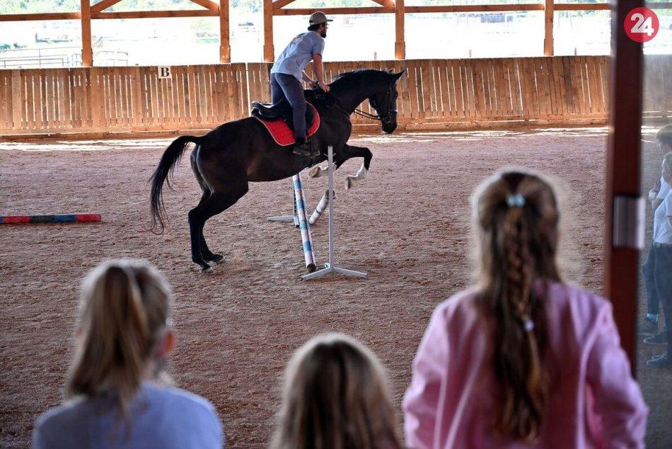 Ilustračný obrázok k článku Tip na víkend: Pozdišovská keramika, jazda na koni a zábavné atrakcie na ranči