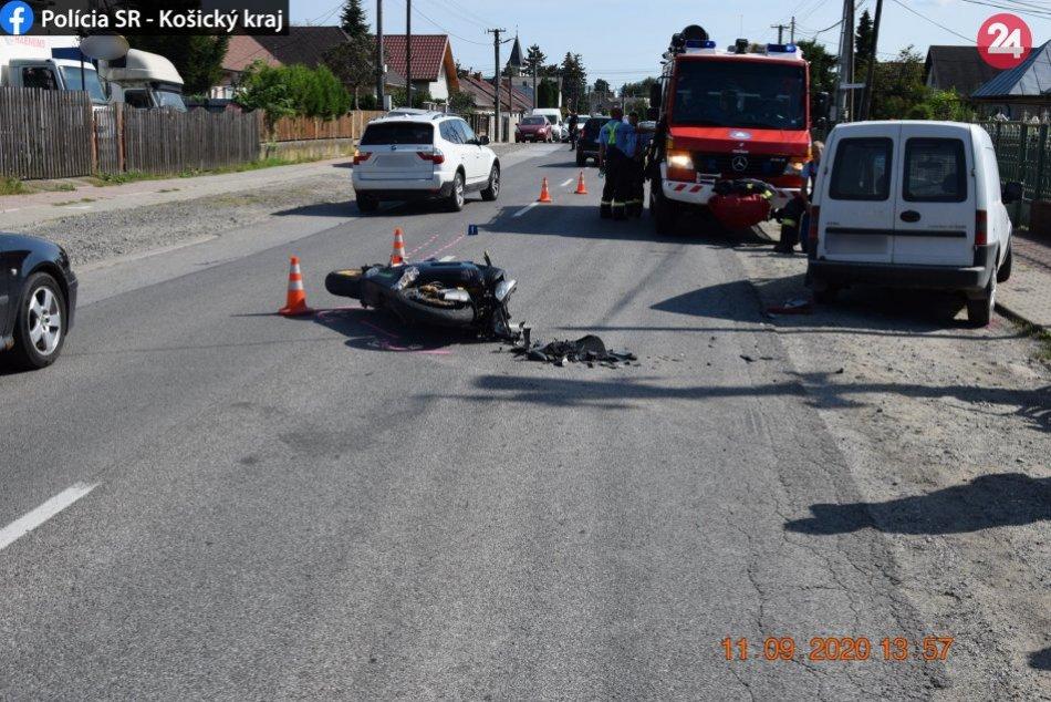 Ilustračný obrázok k článku Pri vážnej dopravnej nehode v obci Valaliky sa ťažko zranil motocyklista, FOTO