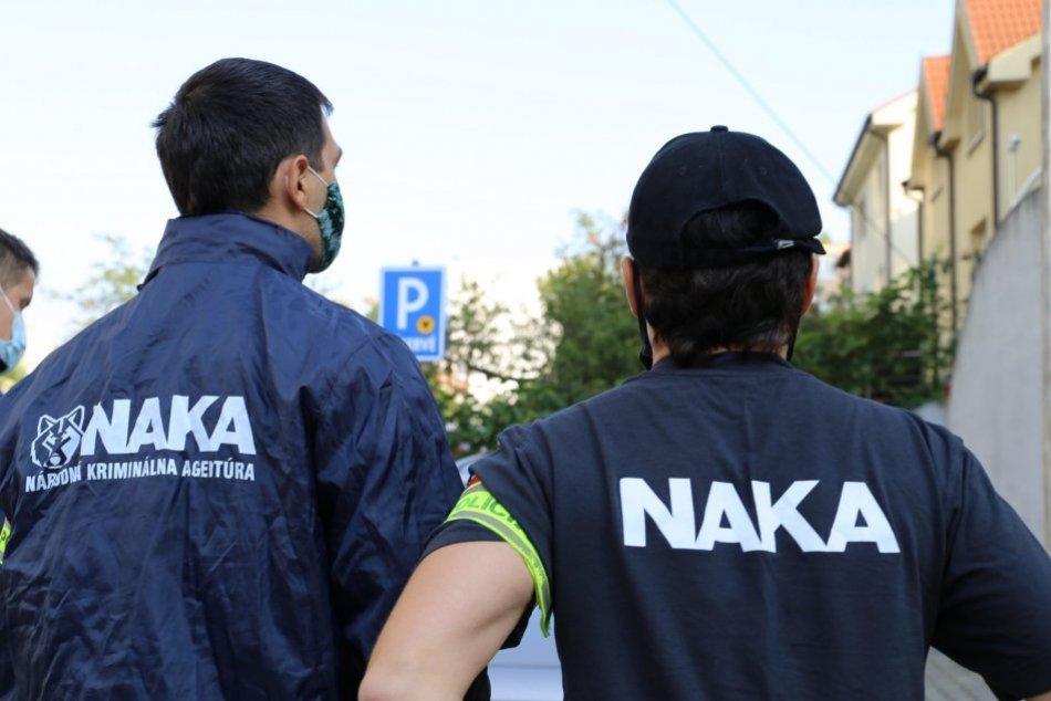 Ilustračný obrázok k článku NAKA zadržala bývalého funkcionára Finančnej správy: Zasahovala aj v Jelenci
