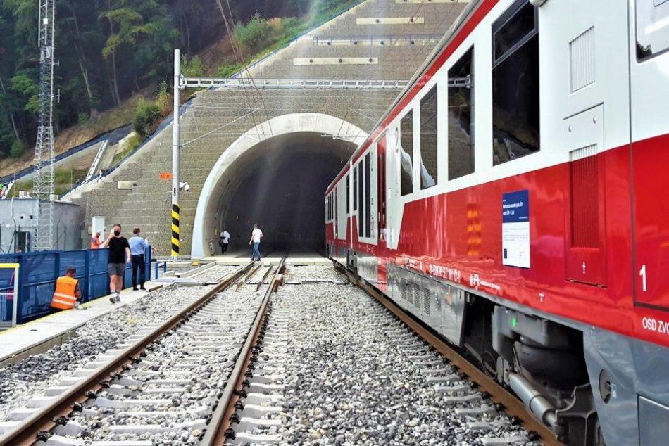 Ilustračný obrázok k článku Práce na tuneli Milochov pokročili: Kedy tadiaľ budú jazdiť vlaky?